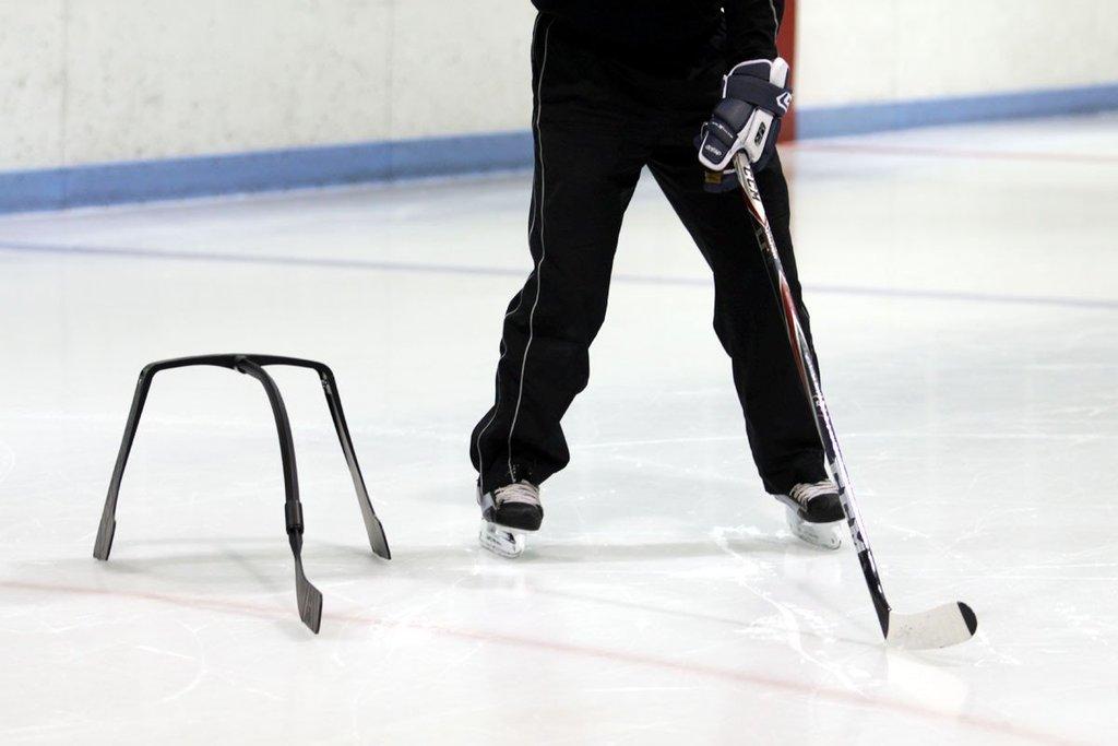 Attack Triangel, hokejový trénink, trénink na ledě, hokejový puk, hokejová brána4